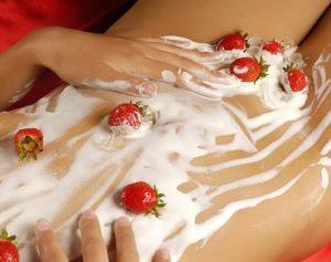 эротический массажа с клубникой для женщин